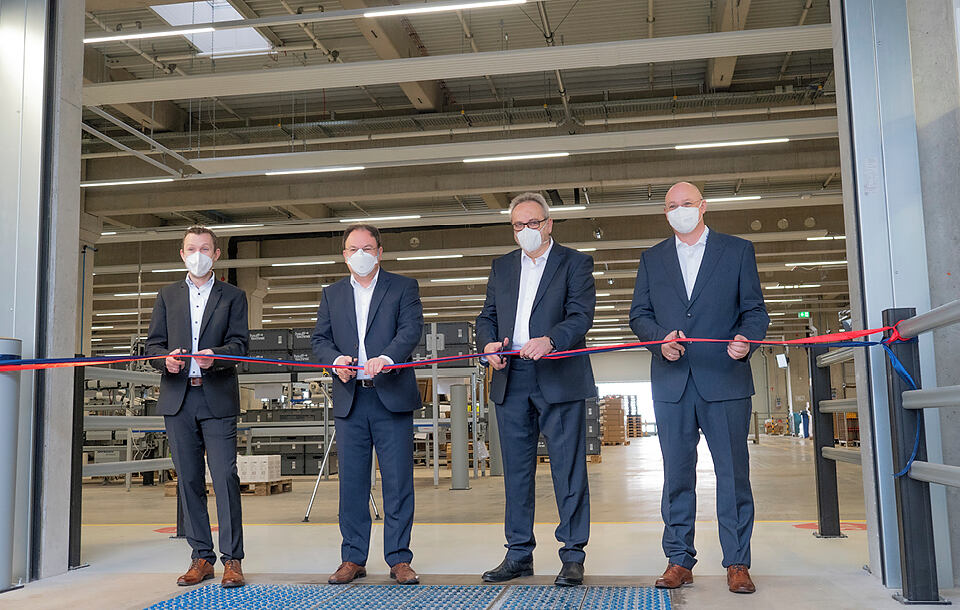 Hauff-Technik opent ultramodern logistiek centrum